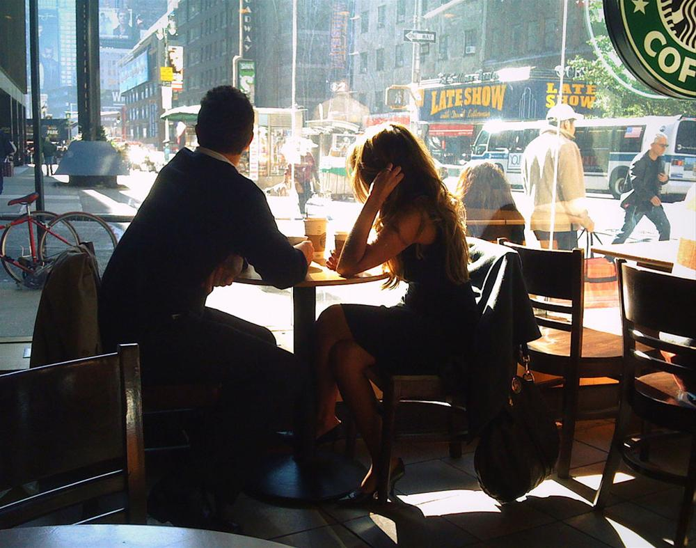 Фото двух подружек в кафе без лица 11 фотография